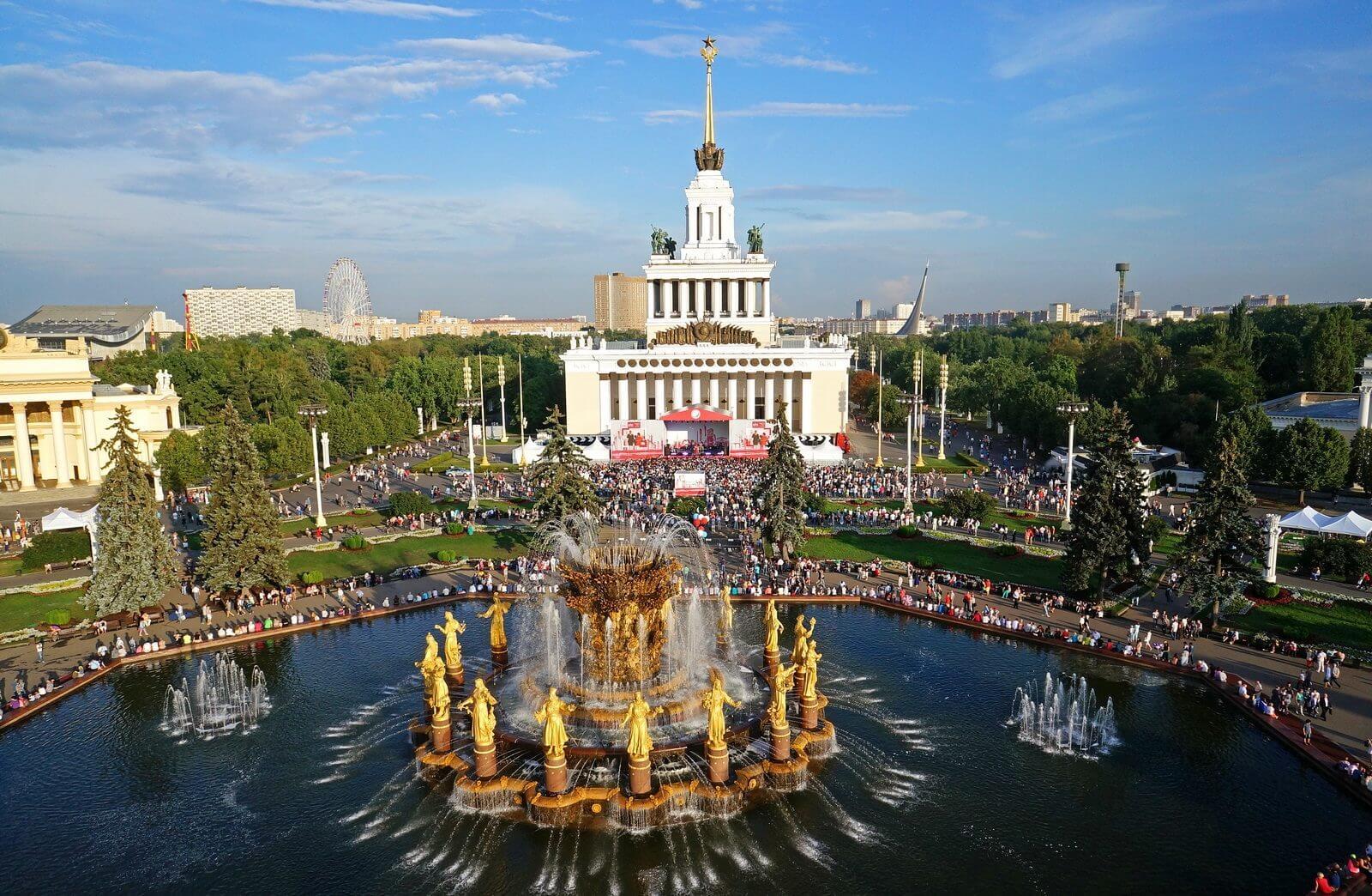 Что посмотреть в Москве и как приобрести билеты на самолет дешево