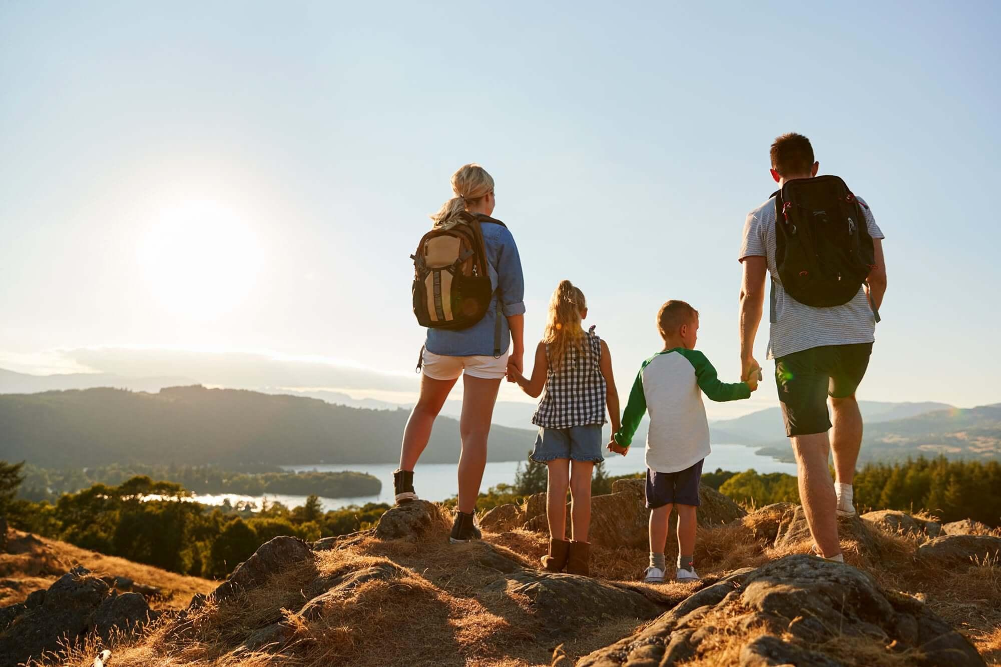 Туризм с детьми: как организовать путешествие для непосед